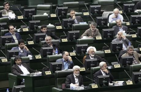 Iran : Ahmadinejad, le parlement et l'ombre d'un vote de confiance