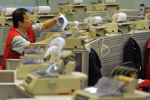 Chine : l'activité manufacturière poursuit sa chute