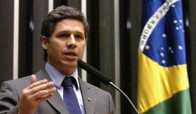 Brésil : un député tente d'éviter la destitution à la présidente