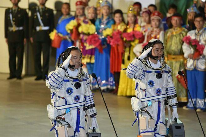 La Chine lance sa plus longue mission spatiale habitée