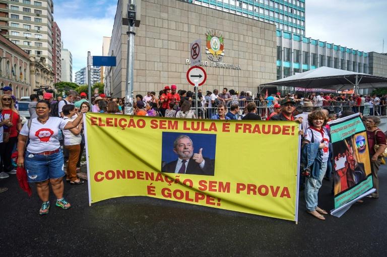 Brésil : démonstration de force de Lula avant son procès à Porto Alegre
