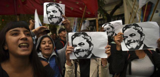 Brésil : Lula entame la purge de sa peine dans la prison de Curitiba