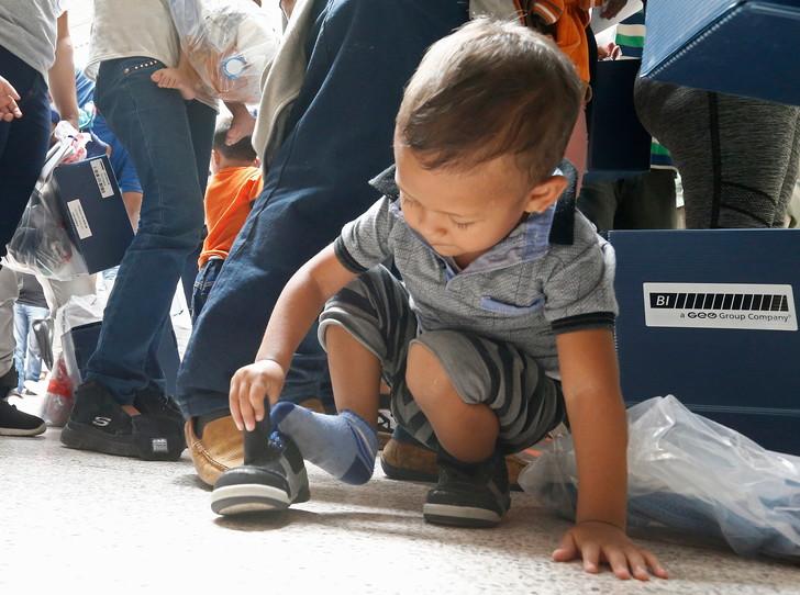Les réunifications d'enfants avec leurs parents migrants aux Etats-Unis se compliquent