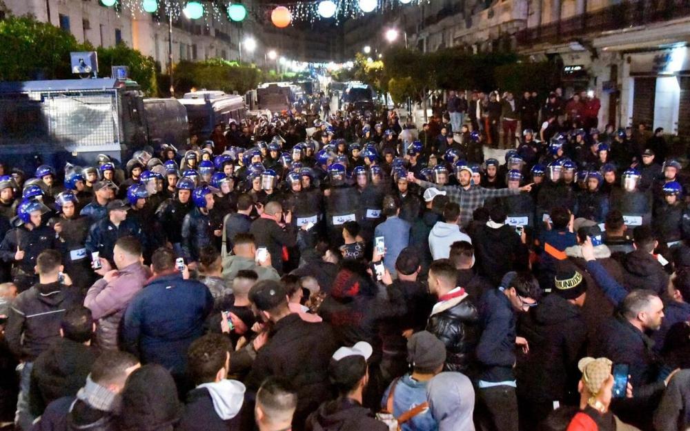 Les opposants au 5ème mandat du président algérien Bouteflika poursuivent leur pressing