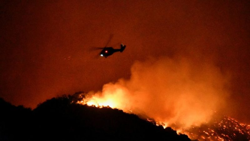 Deux gigantesques incendies continuent d'embrasser la Californie