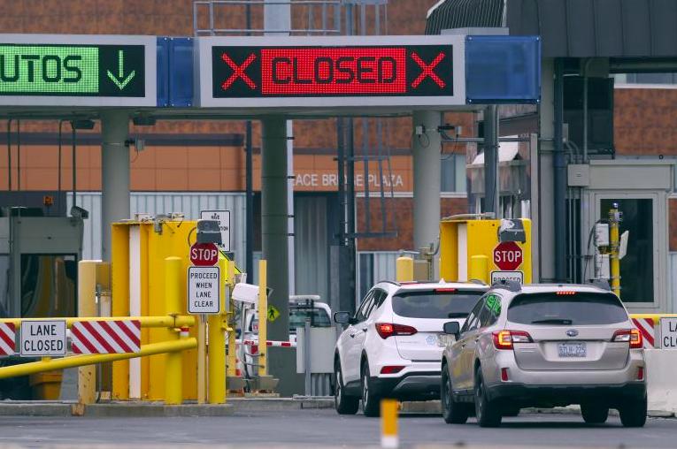 Coronavirus : Les Etats-Unis et le Canada ferment leur frontière terrestre