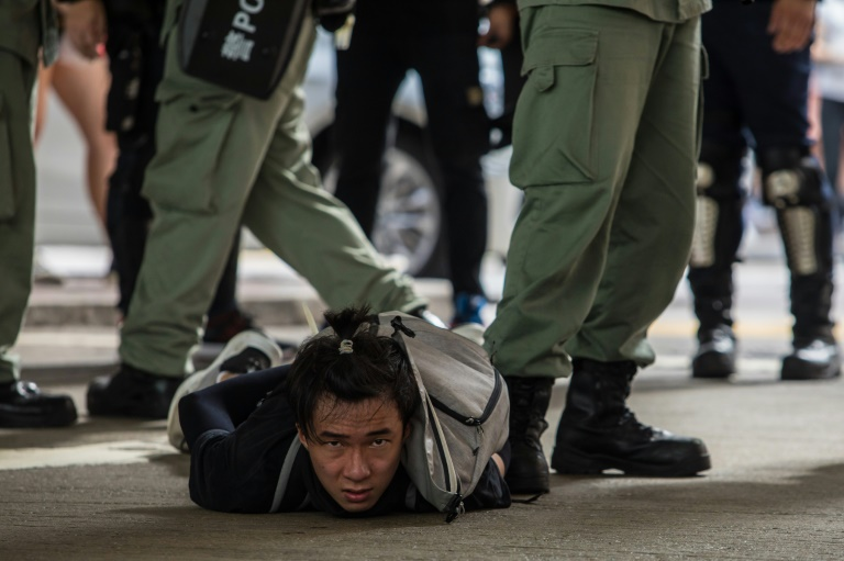 Premières arrestations en vertu de la loi sur la sécurité nationale imposée par Pékin à Hong Kong