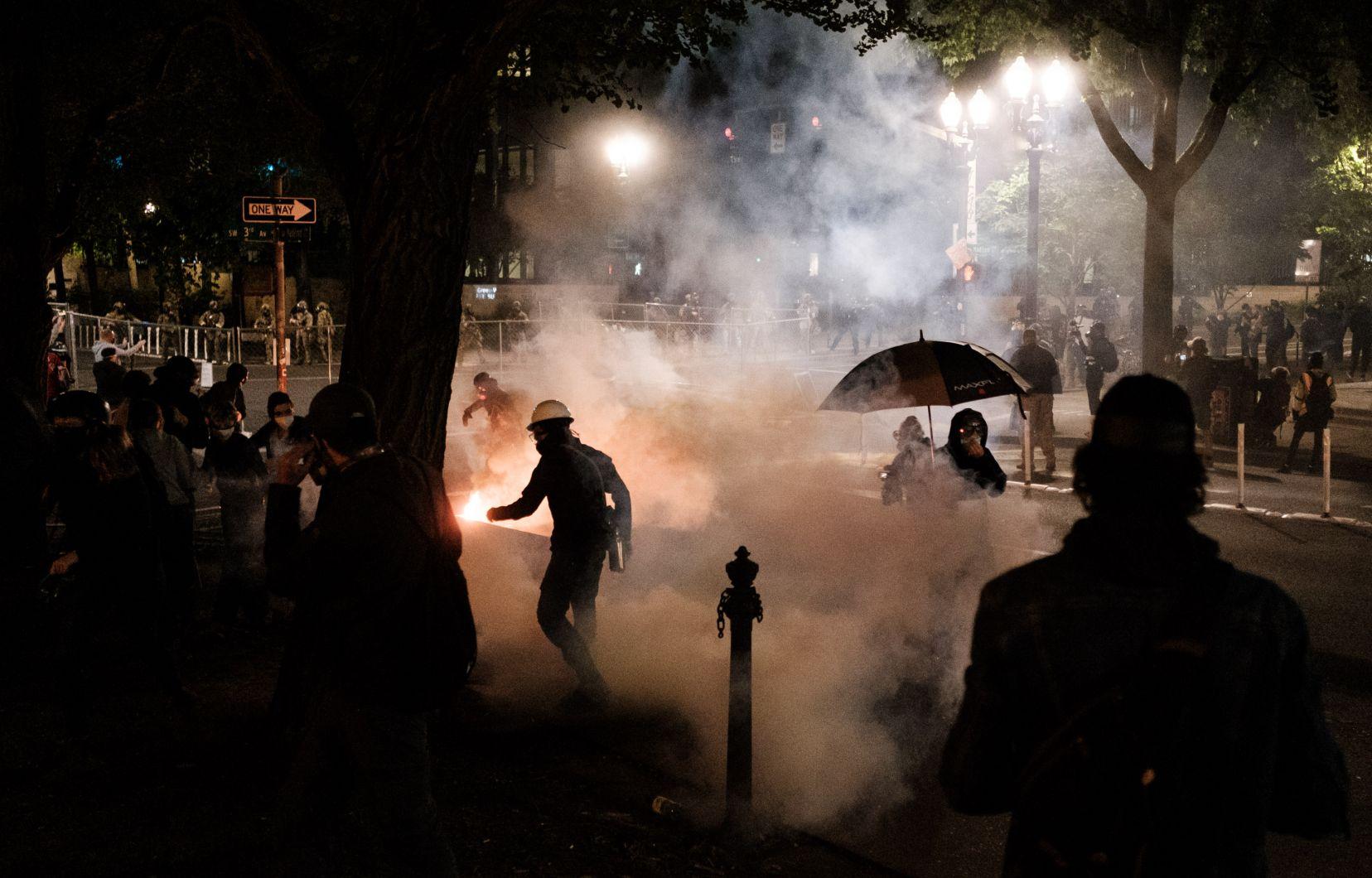 Le maire de Portland appelle au départ de la police fédérale à la suite d'une nuit mouvementée