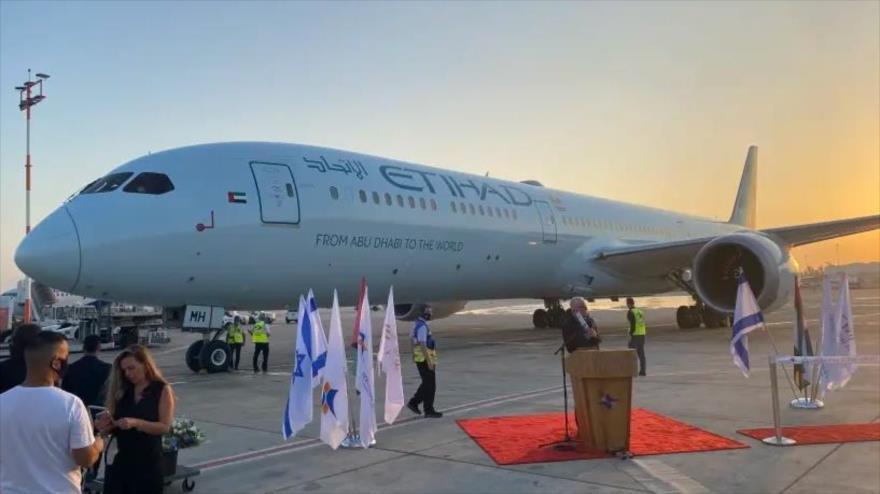 Pays du Golf et Israël: premier avion de ligne émirati a atterri Tel-Aviv