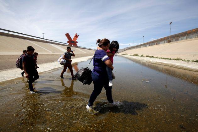 Etats-Unis : les parents de plus de 500 enfants migrants séparés par l'administration Trump demeurent introuvables