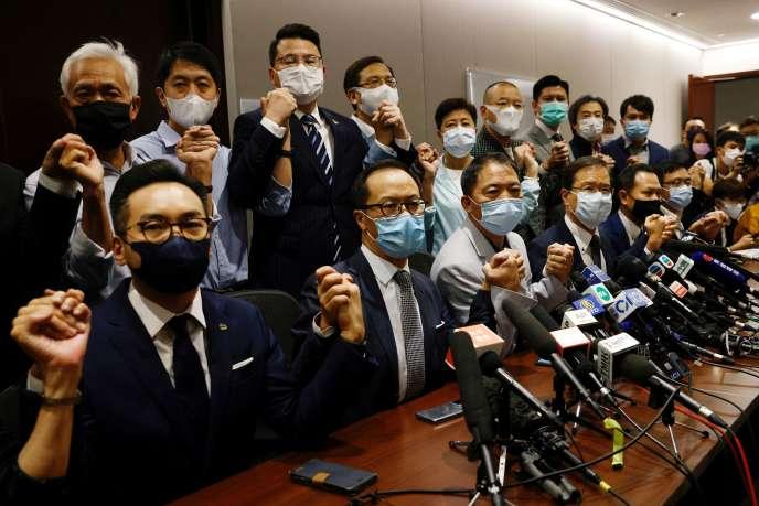 Hong Kong : Démission massive des députés prodémocratie
