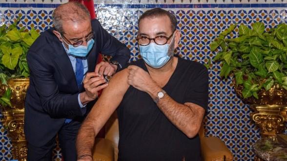 Covid-19: Le Roi Mohammed VI lance la campagne nationale de vaccination et reçoit la première dose du vaccin