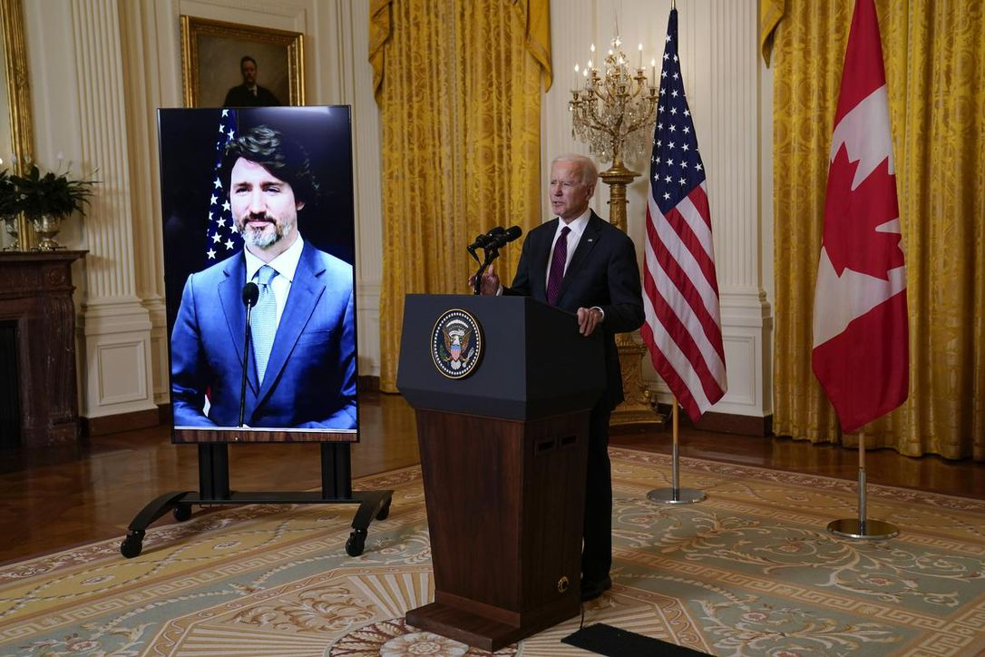 Premier contact virtuel entre le président américain et le Premier ministre canadien