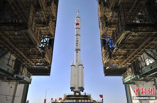 La Chine envoie trois astronautes vers sa station spatiale