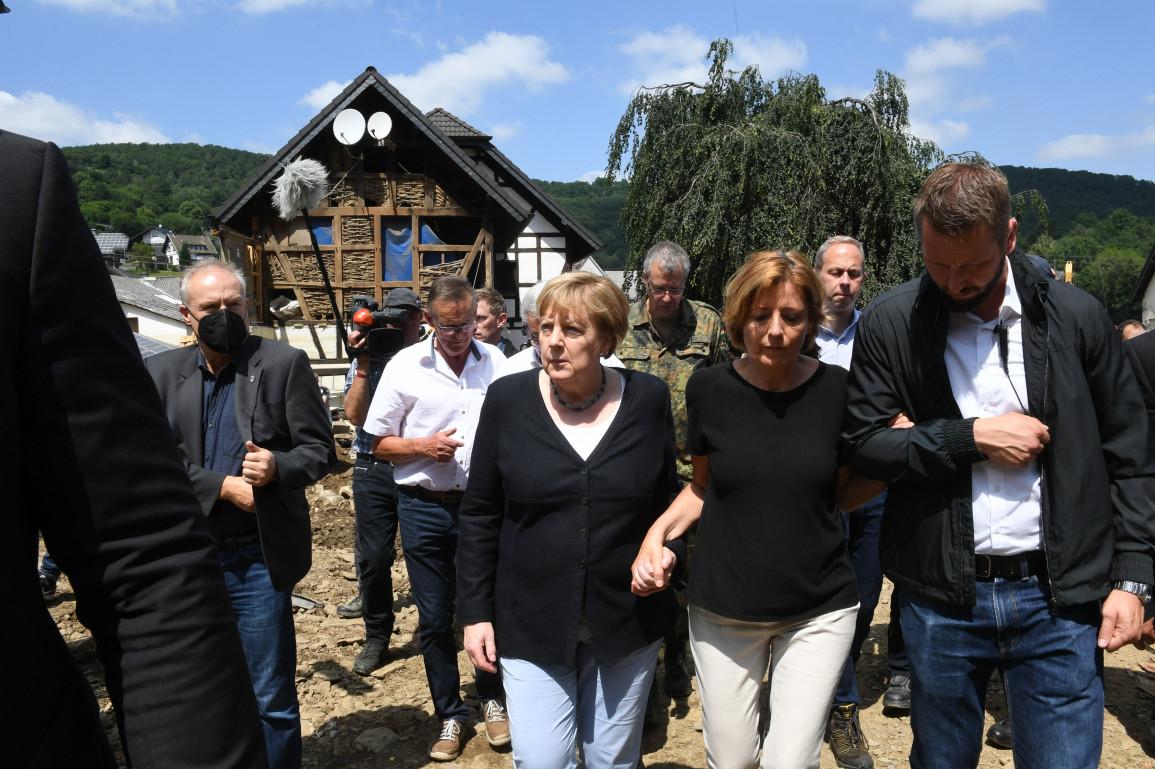 Allemagne : Merkel très émue par les dégâts causés par les inondations
