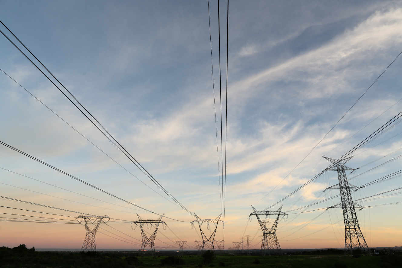 Le gouvernement sud-africain autorise la construction de centrales électriques flottantes